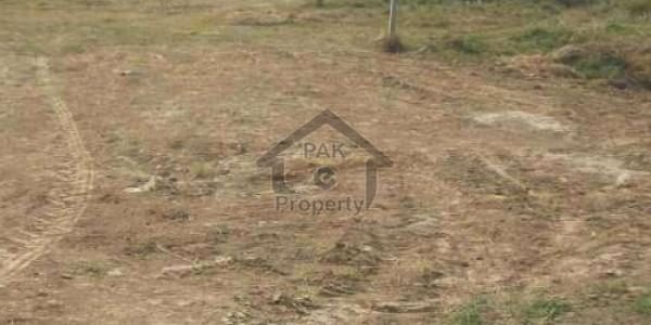 120 yards residential plot for sale on Iqbal lane 13