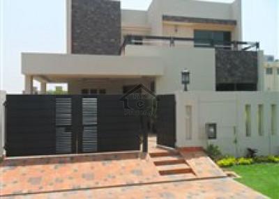 Farooq-e-Azam,10 Marla House Is Available For Sale