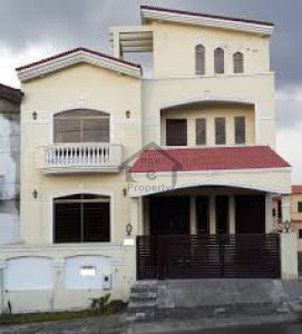 Hayatabad Phase 1, 1 Kanal Corner House Is Available For Sale