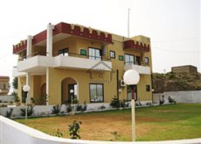 Hayatabad Phase 1,1 Kanal Corner House Is Available For Sale