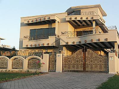 New Model Town, Gujrat, 675 sqft House Available For Sale